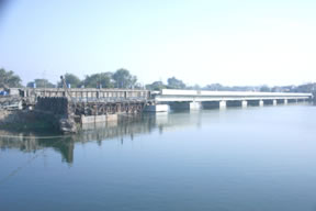 Construction of elevated road including approach roads connecting the existing road on Dadabari side and the road going to Garh Palace by passing Kishorepura Gate on Chambal River reservoir near the barrage at Kota, Rajasthan.