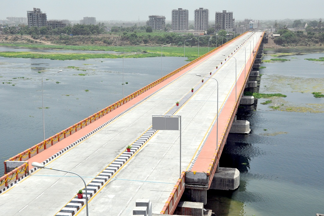 Construction of bridge across river Tapi joining Kapodara and Utran at Surat.